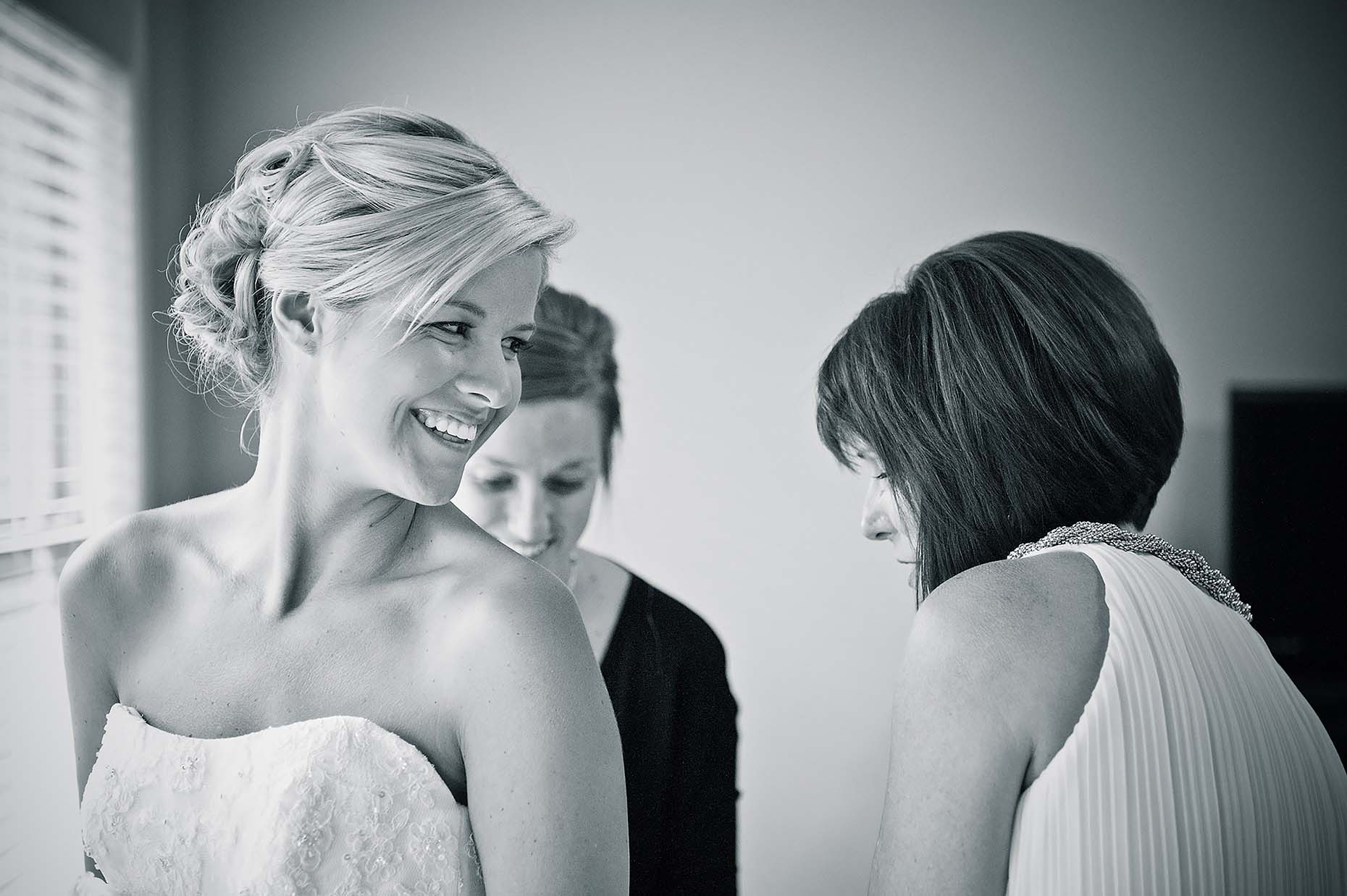 beautiful-blonde-bride-smiling-wedding-day-mono-branson-missouri-21