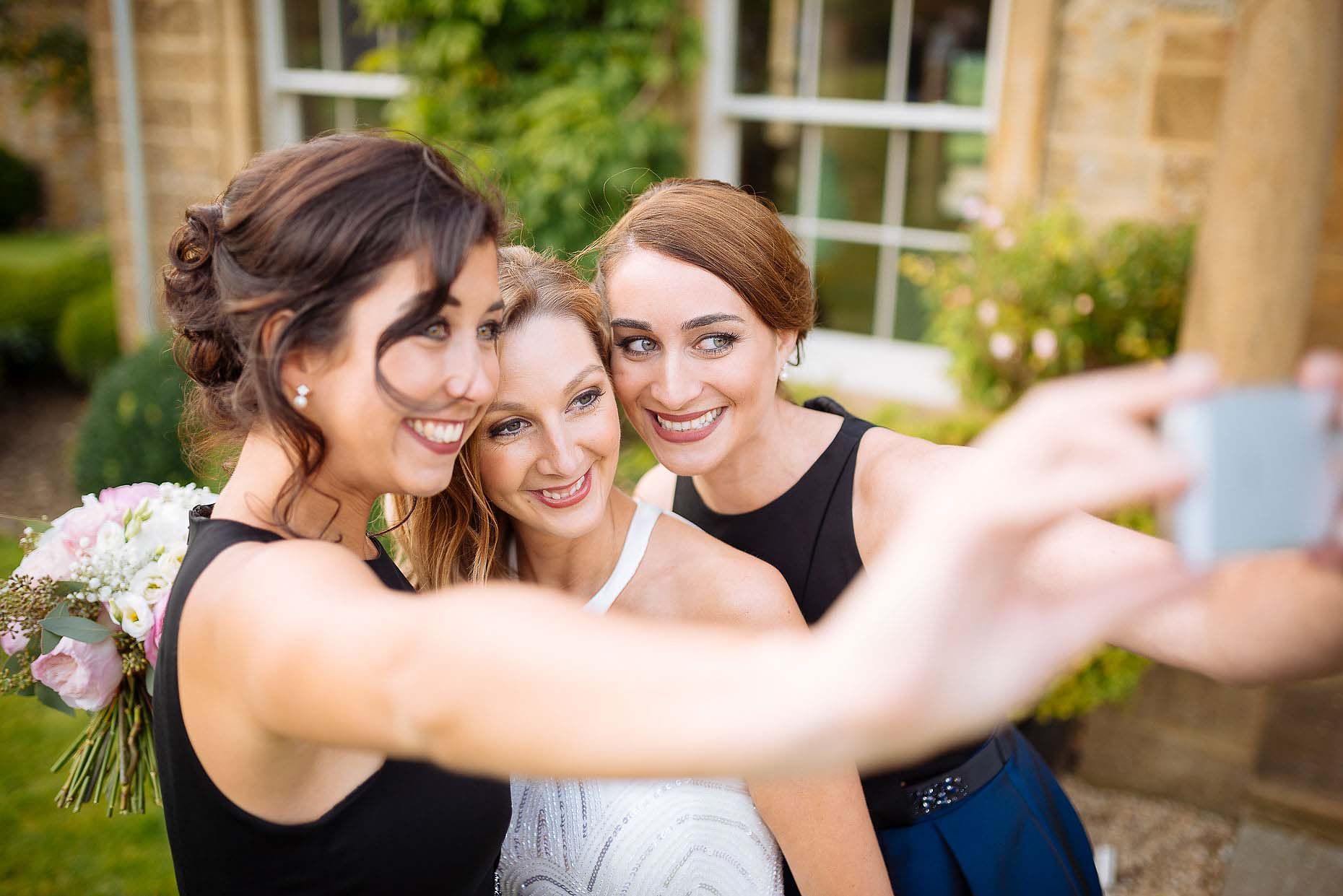 bride-with-bridesmaids-selfie-documentary-photographer-dorset-19