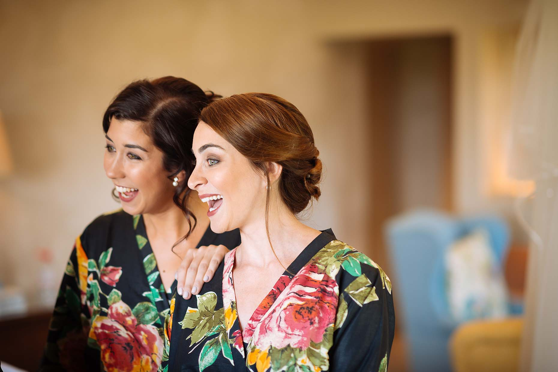 bridesmaids-friends-together-dorset-reportage-wedding-photographer-03