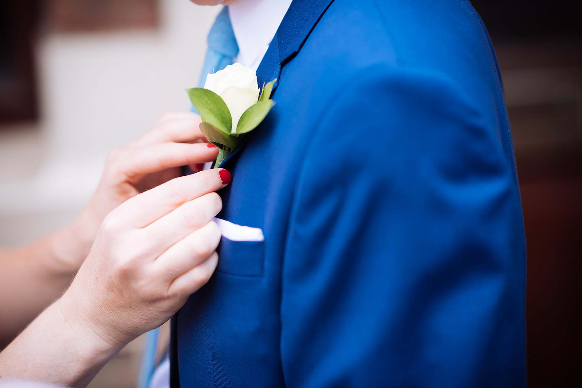button-hole-groom-wedding-flower-arranging-blue-suit-18