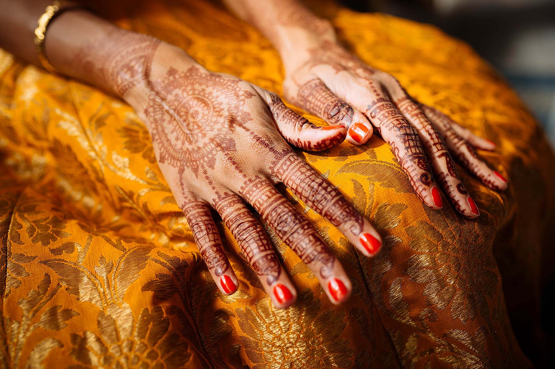 indian-wedding-henna-hands-details-london-hackney-town-hall-17