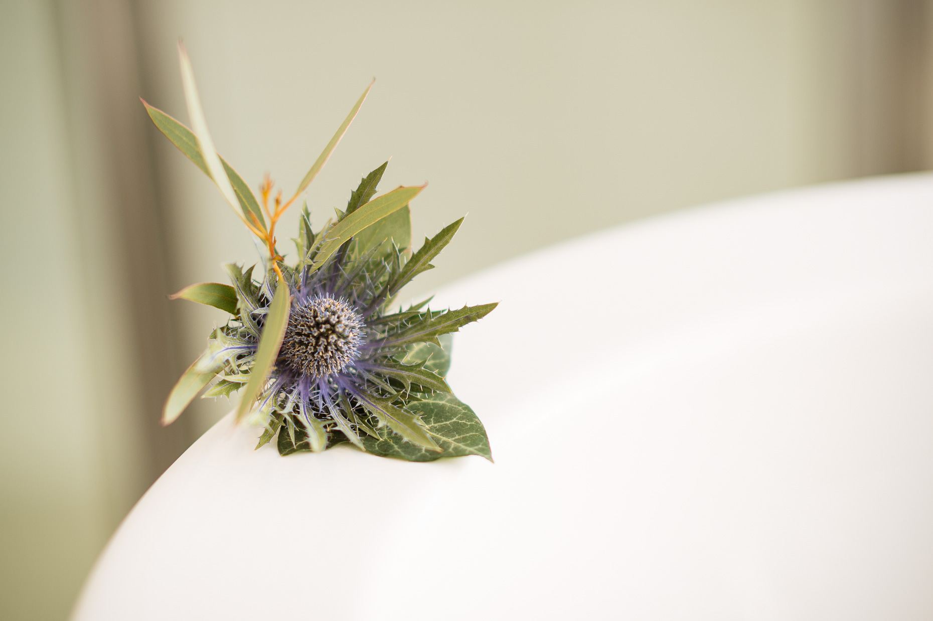laura-caledonian-club-scottish-thistle-wedding-flower-01