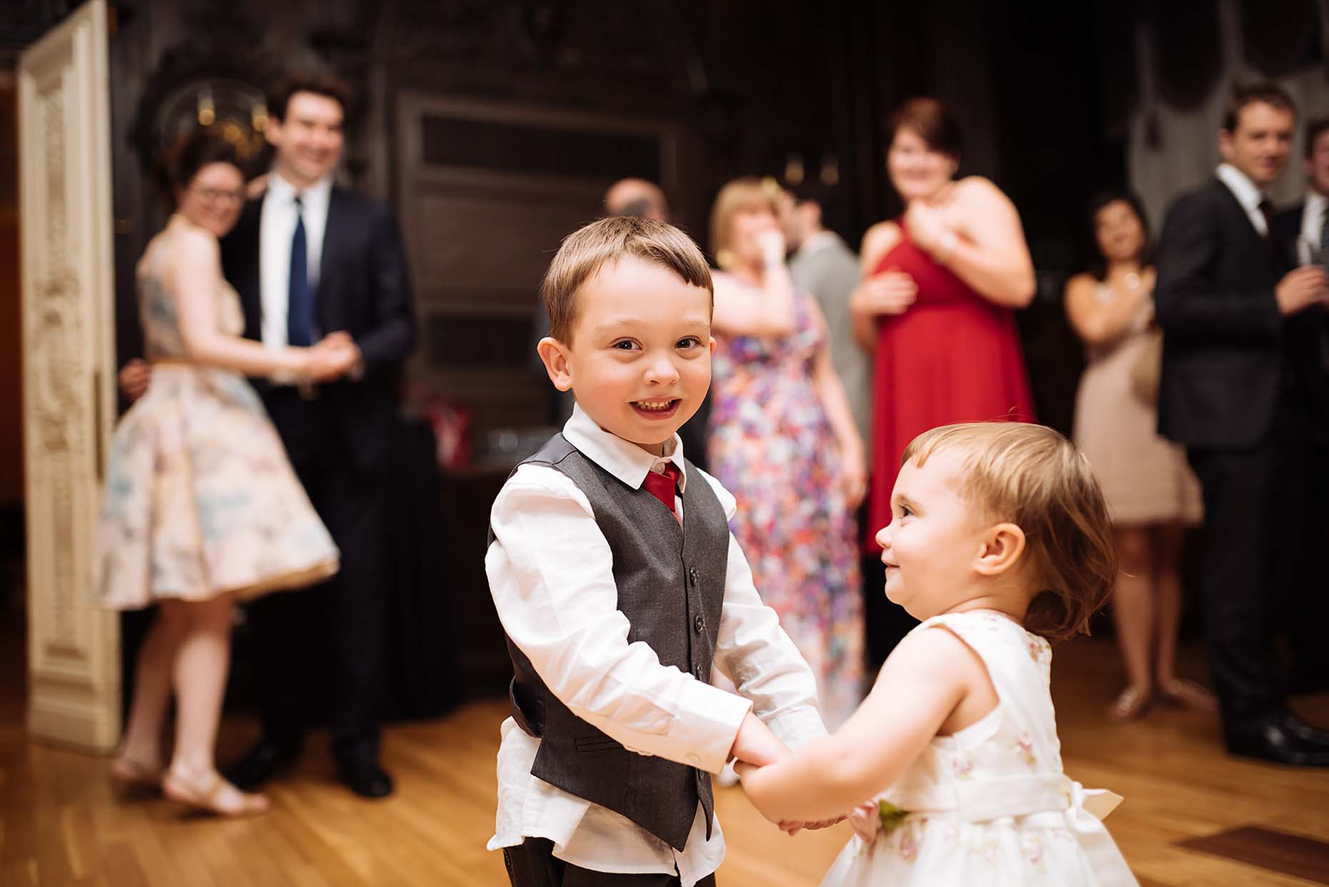 london-wedding-children-dancefloor-reportage-photographer-belgravia-35
