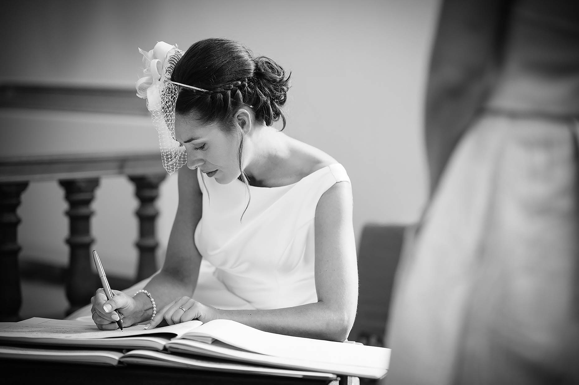 mono-reportage-wedding-photographer-sign-register-30