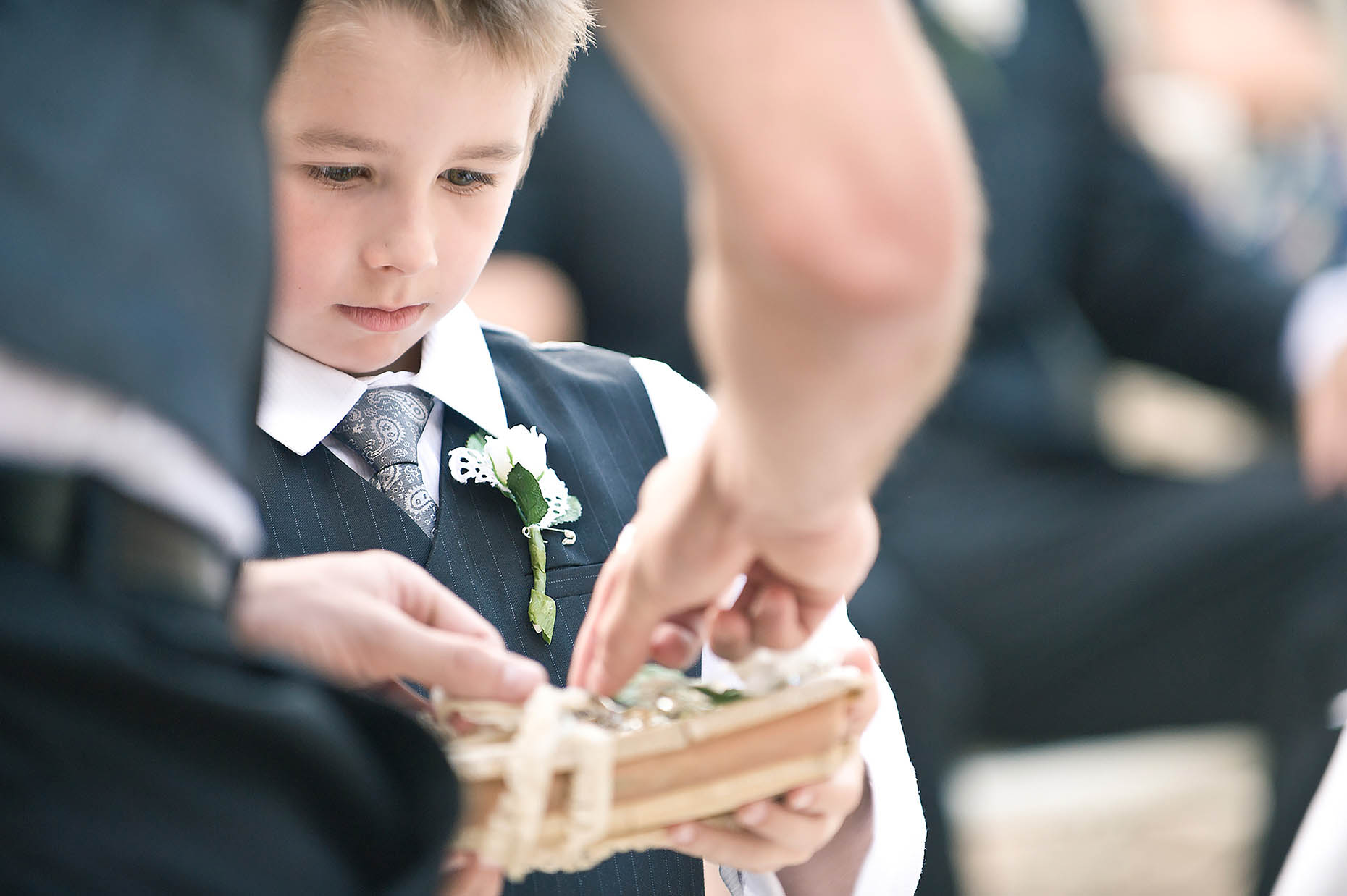 pageboy-rings-wedding-ceremony-branson-missouri-reportage-photographer-18