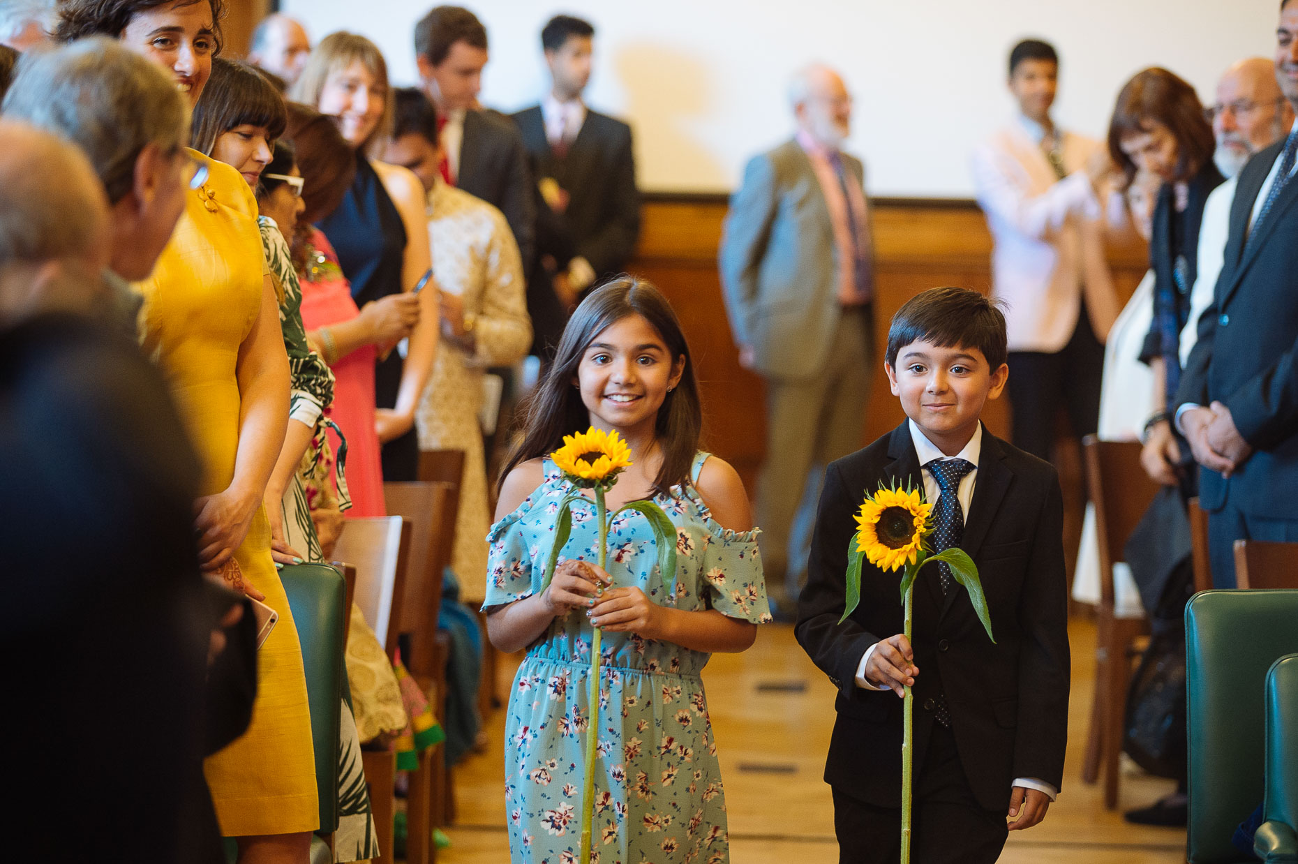 pooja-dan-down-the-aisle-london-asian-wedding-photography-04
