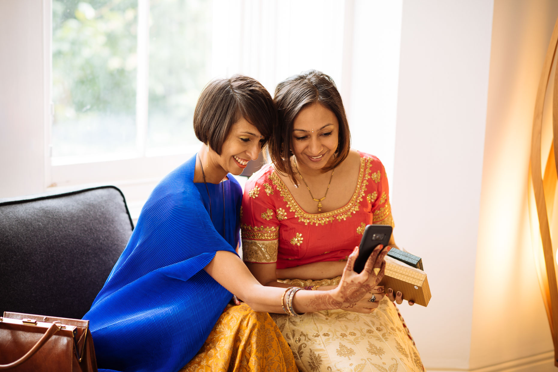 pooja-dan-sisters-skype-call-london-asian-wedding-photography-03