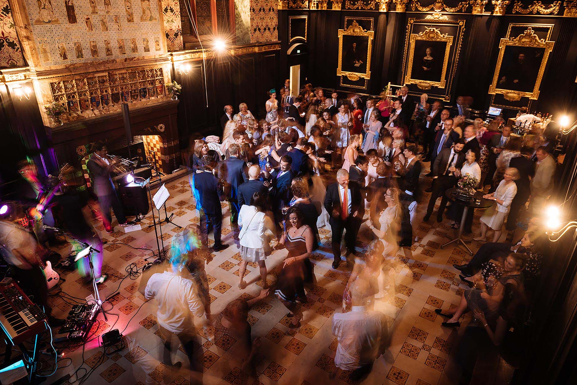 queens-college-cambridge-wedding-photographer-dancefloor-night-movement-16