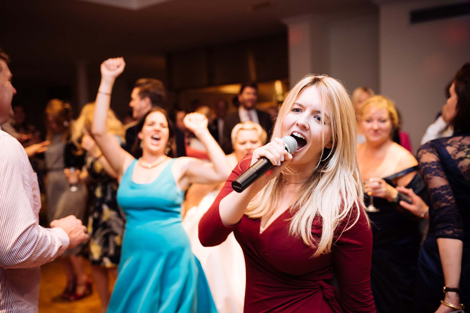 riveria-weymouth-weddings-photographer-female-attractive-singer-dancefloor-entertainment-25
