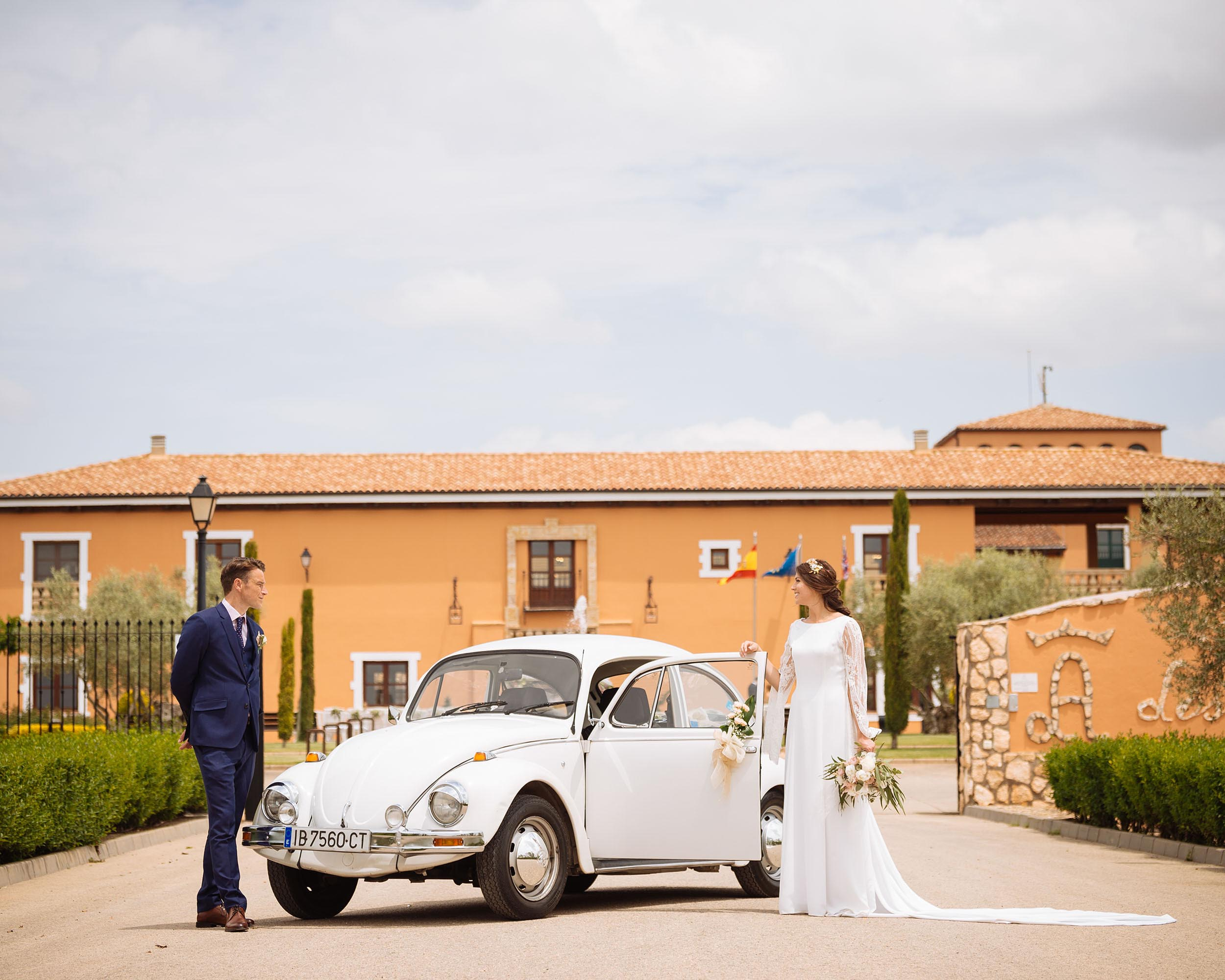 wedding-day-car-vintage-bride-groom-volkswagon-beetle