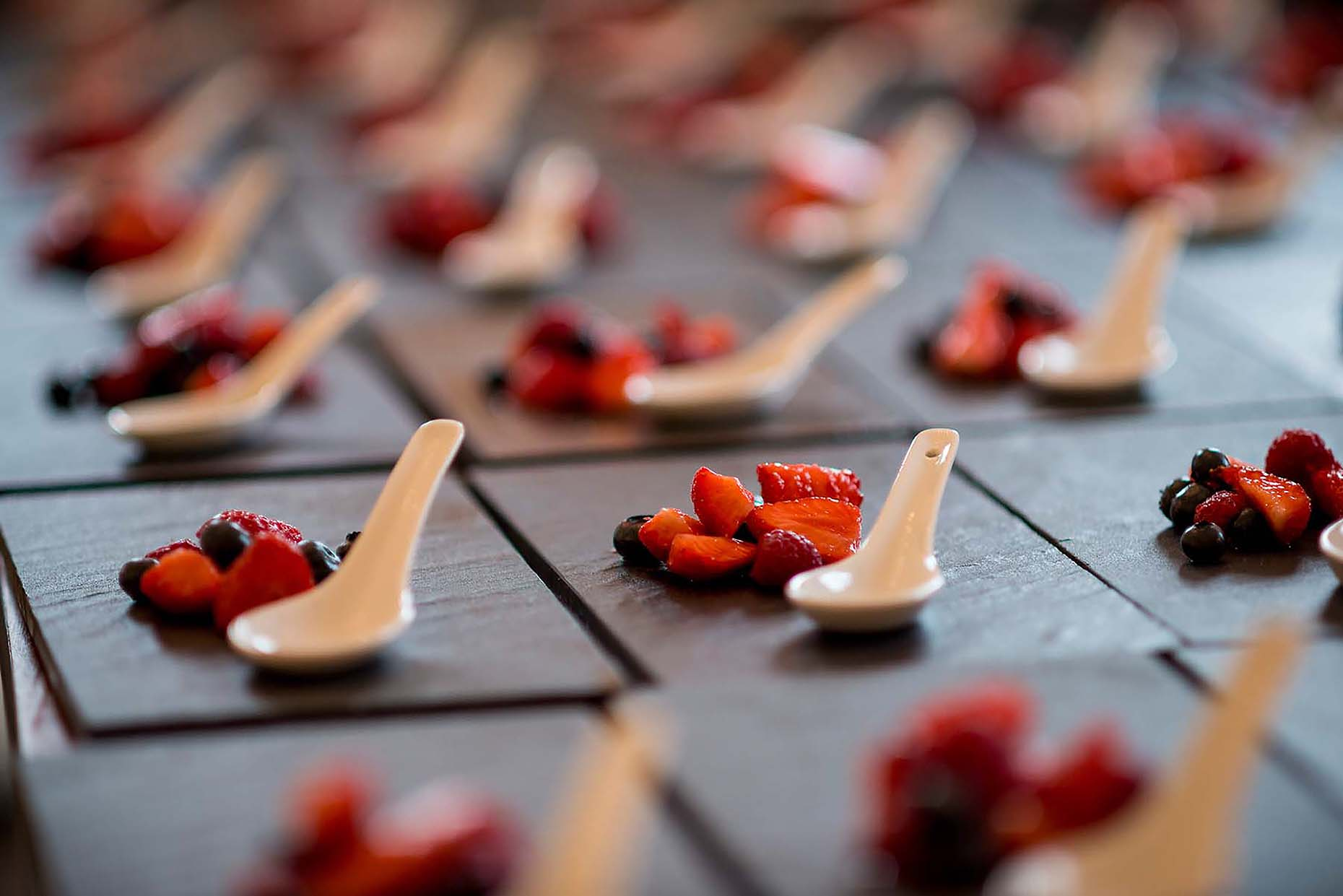 wedding-dessert-fruit-summer-slate-meal-penn-castle-portland-11
