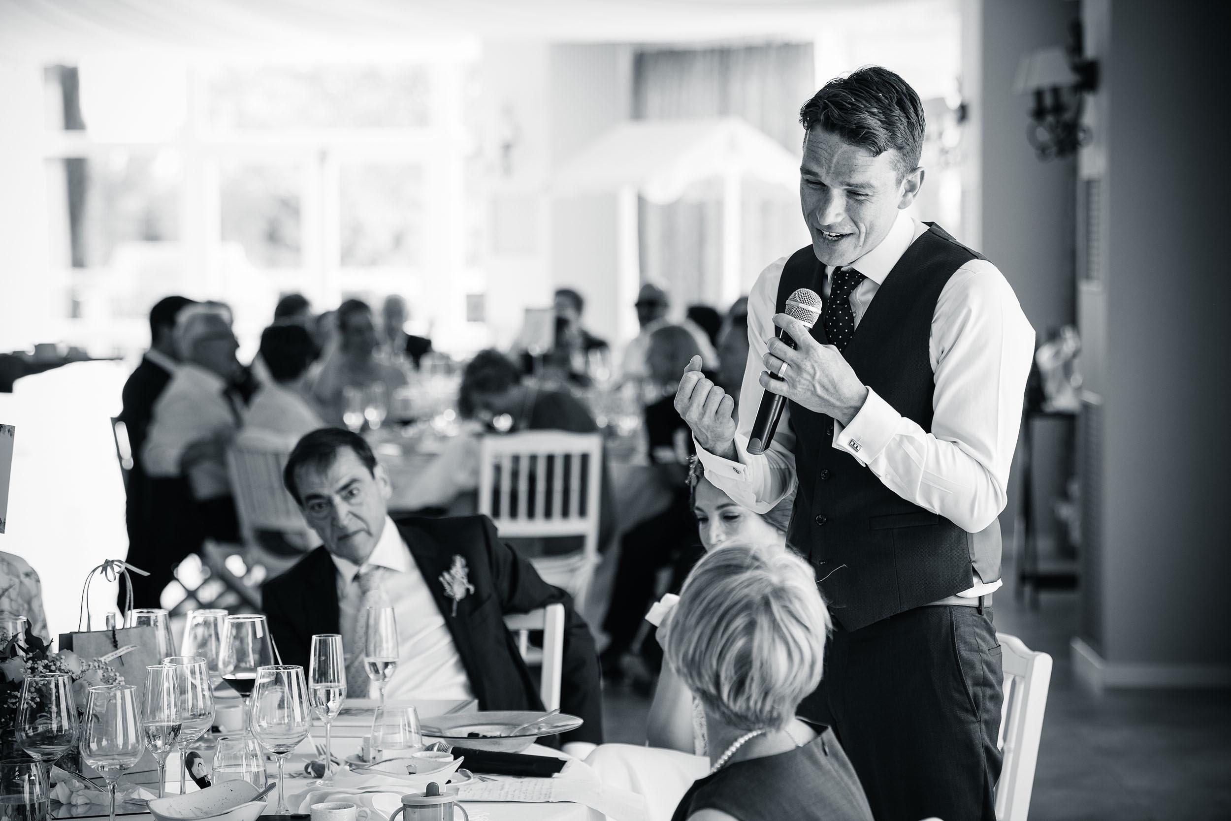 wedding-speech-groom-best-man-photography-meal-reportage